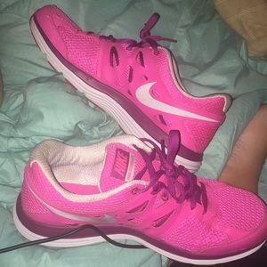 Nike Dual FusionLite tennis shoes
